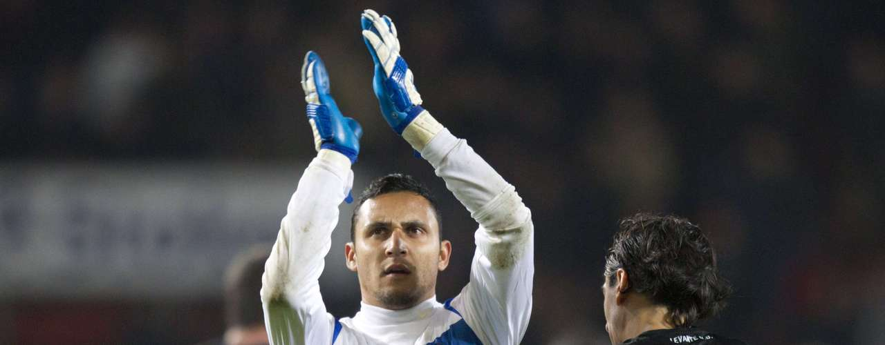 Goalkeeper Keylor Navas and Pedro Rios of Levante acknowledge their fans after their Europa League Group L soccer match against FC Twente in Enschede November 8, 2012.
