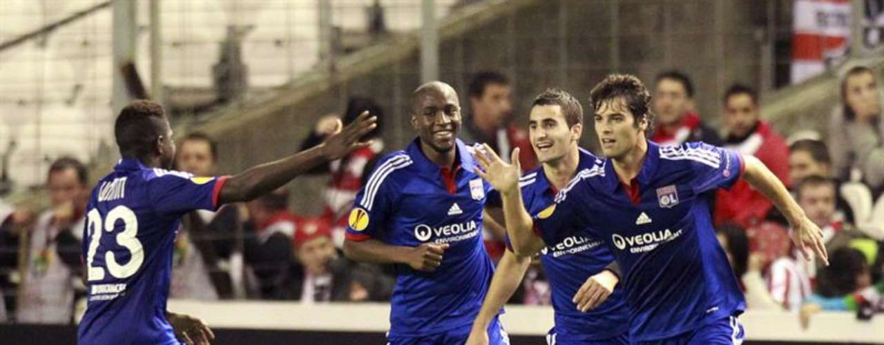 De visitante, el equipo francés llegó a disfrutar de una ventaja de dos goles gracias a los tantos de Gomis, en el minuto 22, y de Gourcuff, en el 45.