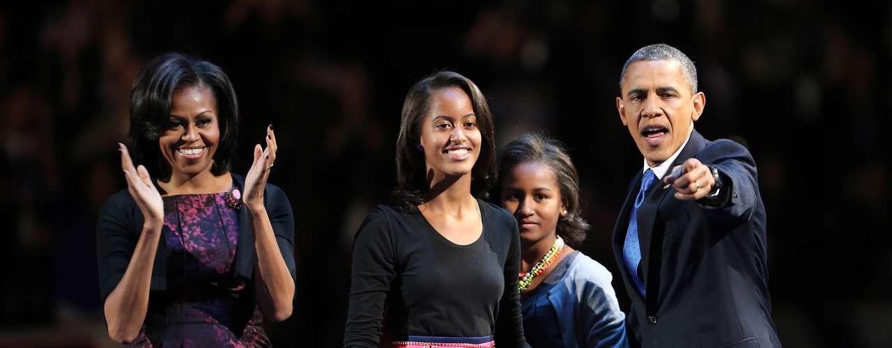 Un vestido de seda china en color magenta y diseñado por Michael Kors, fue la elección de Michelle Obama para celebrar el triunfo de Barack Obama en las elecciones de Estados Unidos.