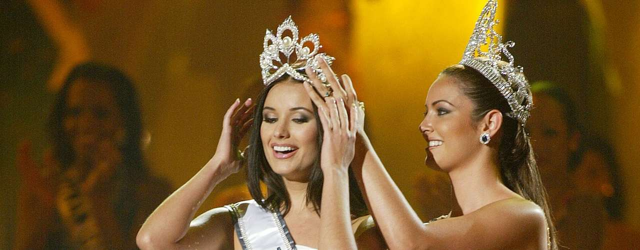 In 2002, Denise Quiñones of Puerto Rico crowned Russian Oxana Fedorova.