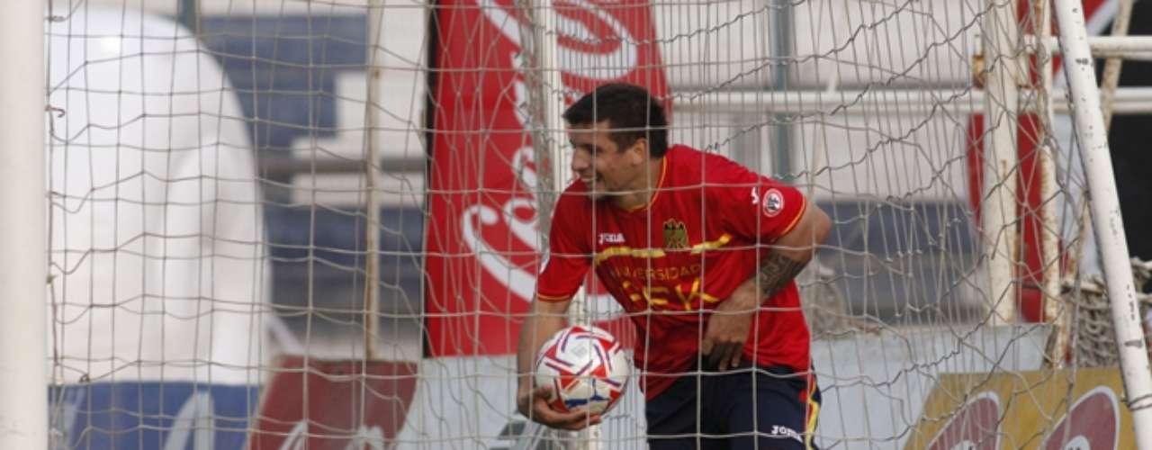 Emiliano Vecchio: el volante de Unión Española es otra de las cartas que siguen en Azul Azul. Marca diferencias en el cuadro hispano y eso interesa en la U. Tiene 23 años.