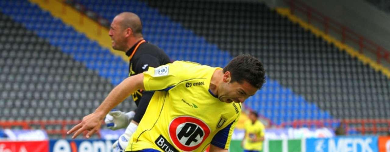 José Luis Jiménez: con 29 años el oriundo de Curanilahue y que actualmente defiende los colores de la Universidad de Concepción también es sondeado por Azul Azul para la delantera.