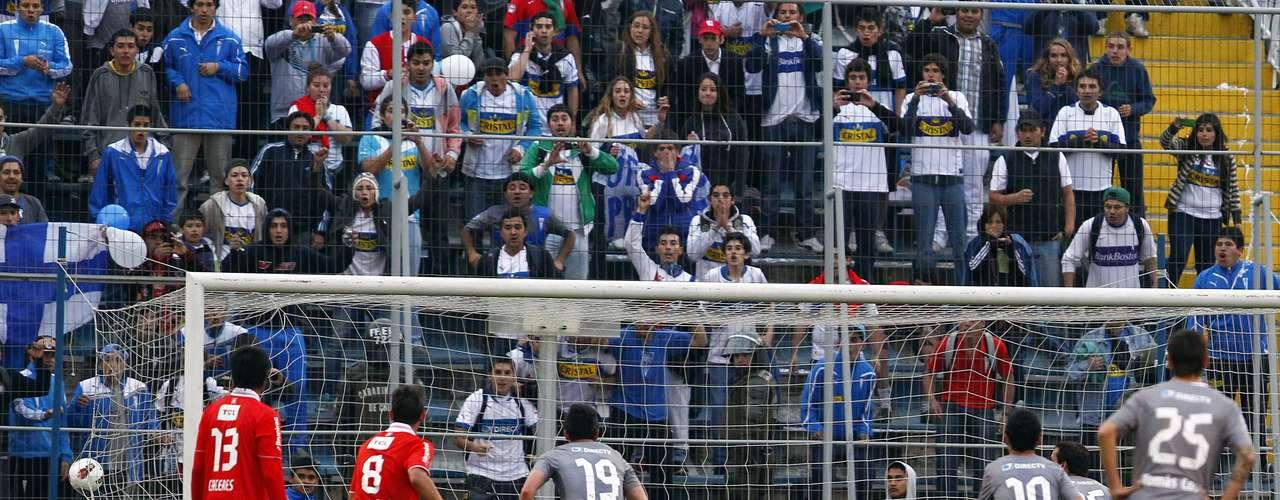 Universidad Católica sufrió ante un luchador Independiente para ganar por 2-1 y clasificar a las semifinales de la Copa Sudamericana, cosa que no conseguía desde el 2005 cuando eliminó al Corinthians de Brasil.