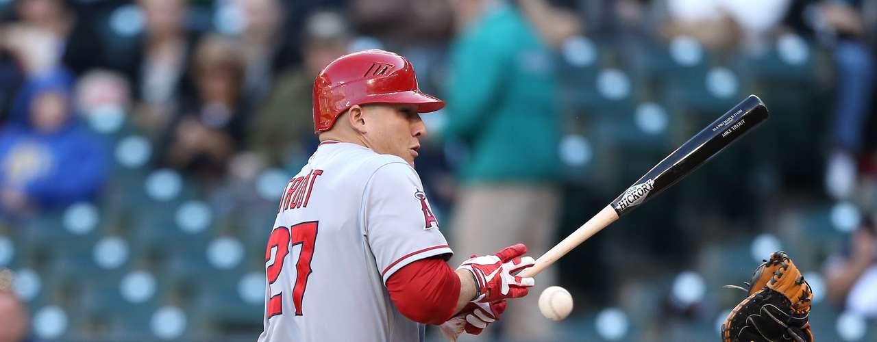El jardinero Mike Trout, de los Ángeles de Anaheim, destacó con el bate durante la temporada regular.
