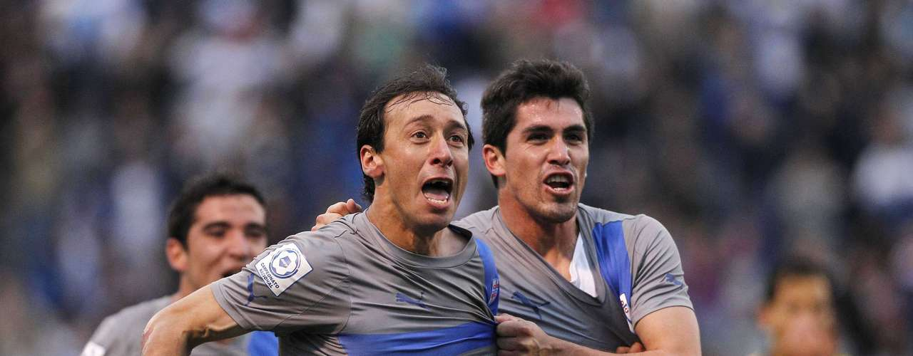 Michael Rios (L) of Chile's Universidad Catolica  celebrates with his teammate Francisco Pizarro.