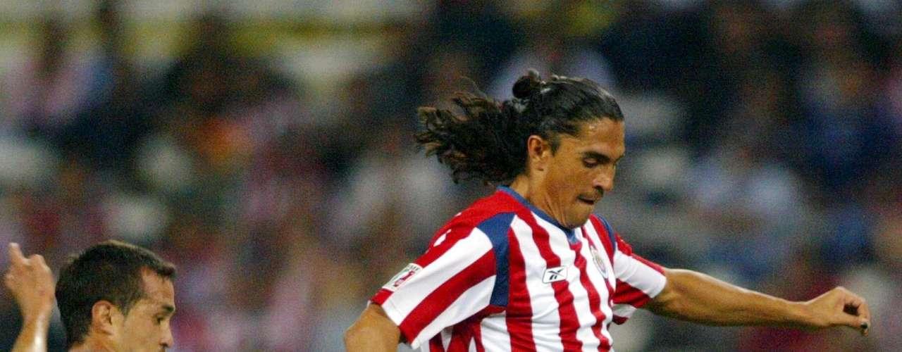 En 2001, Manuel Vidrio le dio un puñetazo sin deberla ni temerla a Juan Francisco Palencia, quien ya se encontraba tendido en el piso (césped) del Estadio Hidalgo, cuando el \