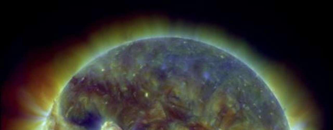 Este planeta se llamó HD85512b y se encuentra a 36 años luz, en la constelación Vela. El tamaño del planeta indica que su atmósfera podría contener oxígeno y nitrógeno, en lugar de hidrógeno y helio, elementos comunes en las atmósferas de otros planetas de similar tamaño. (Fuente textos: EFE)