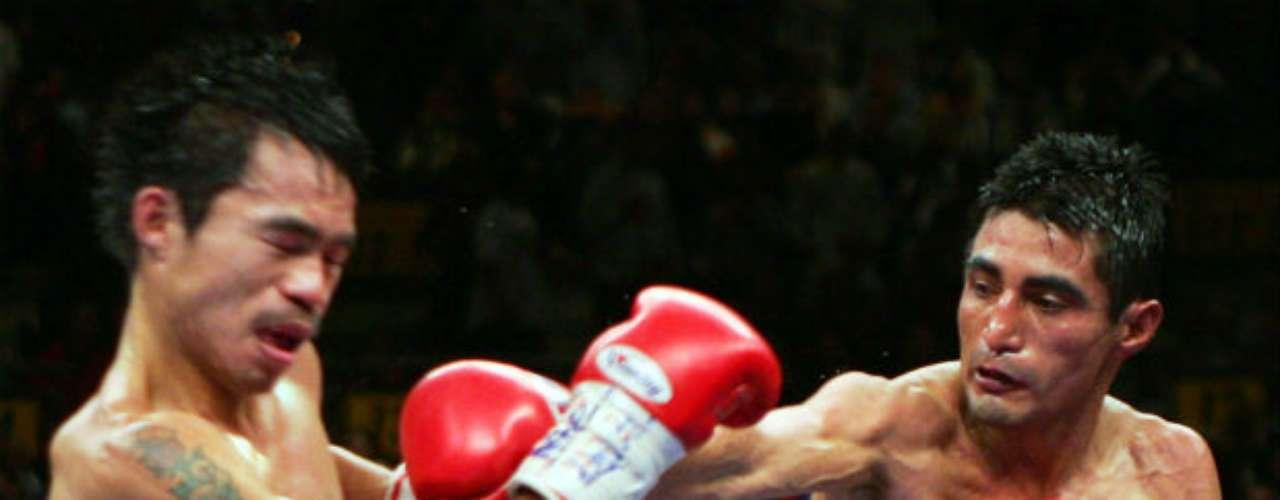 Otra rivalidad intensa que ha mantenido Pacquiao contra otro mexicano fue ante Erik Morales. De hecho, el 'Terrible' fue el primer púgil azteca en derrotar al filipino, a quien se le da muy bien vencer a los gladiadores mexicanos. Esa pelea fue en marzo de 2005.