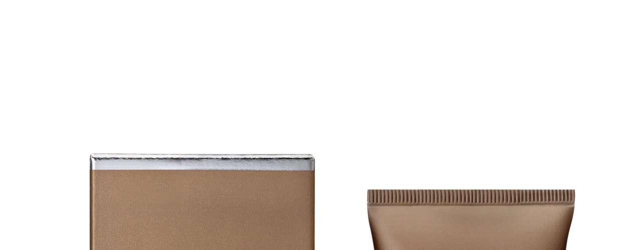 Siempre recuerda aplicarte protector solar antes de maquillarte para proteger tu rostro de los rayosultravioleta. Para una solución verdaderamente protectora, prueba NEUTROGENA® Visibly EvenDaily Moisturizer SPF 30 with Helioplex®. Su formula innovadora provee protección de los rayosUVA /UVB y está clínicamente comprobado que empareja el tono de la piel de manera visible ysuaviza las arrugas y las líneas de expresión - todo después de utilizarlo consistentemente durantedos semanas.