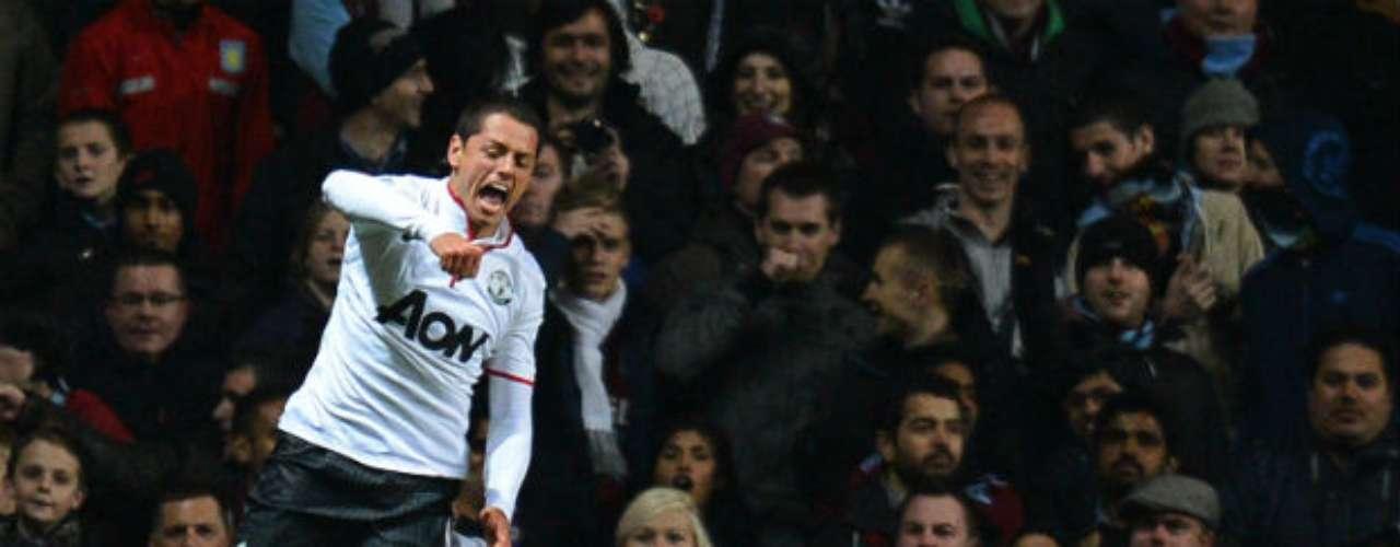 El mexicano Javier 'Chicharito' Hernández le dio al Manchester United el triunfo al derrotar por 3-2 al Aston Villa. El delantero marcó dos tantos y colaboró en el tercero.