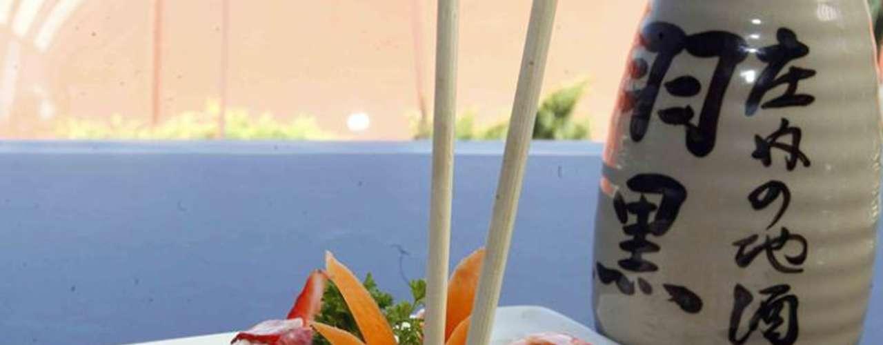 Japánika. El Oriente no queda tan lejos de la Ciudad de México o por lo menos no sus platillos. Aquí un ejemplo de comida de tierras lejanas. El restaurante acompaña su experiencia gastronómica con un diseño sencillo pero magnánimo.