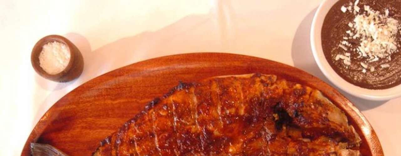 Contramar. Crear un lugar donde se pudiera comer tan bien en la ciudad como se come en una palapa, es la premisa que el restaurante ofrece a sus comensales desde 1998. Un menú de pescados y mariscos preparados con recetas originales buscan satisfacer el paladar de los más exigentes.