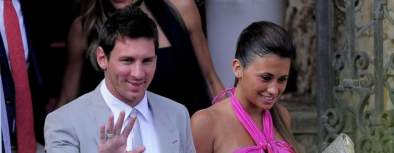 La madre de Thiago es Antonella Roccuzzo, la novia del astro argentino desde hace más de tres años. Messi confirmó la llegada de su hijo en junio de este año, y Antonella dejó ver su barriguita en el matrimonio de Andrés Iniesta.
