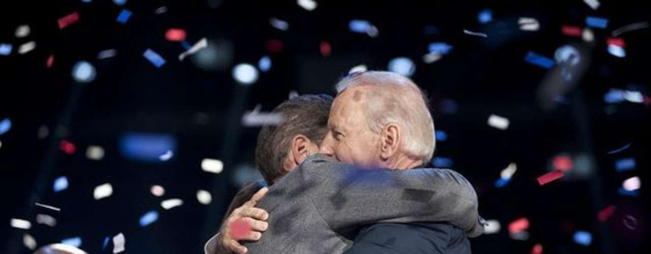 Joe Biden no pudo ocultar la emoción que lo embargaba tras saber que Barack Obama continuará como presidente de EE. UU.