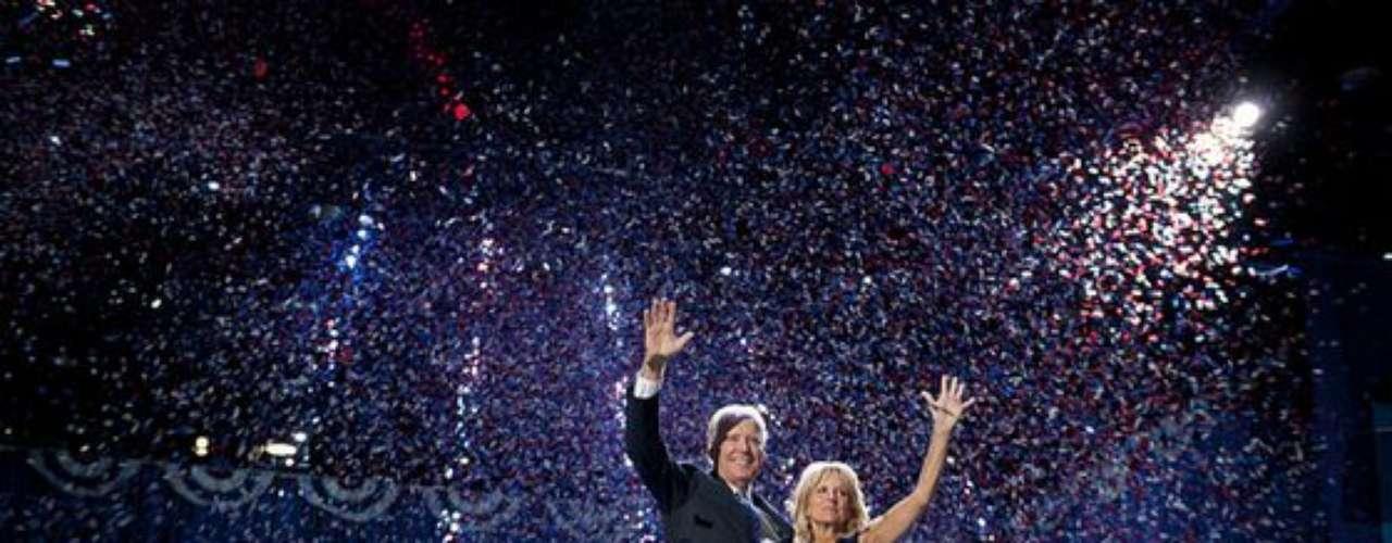 Joe Biden, Vicepresidente de los Estados Unidos de América, y su esposa, Jill Biden, también subieron al estrado a agradecer el apoyo de la gente y colaboradores.