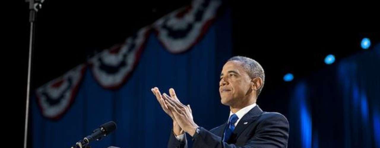 Obama agradeció las muestras de apoyo de los presentes, mientras se preparaba para emitir su discurso después de conocer el resultado de las elecciones presidenciales 2012.