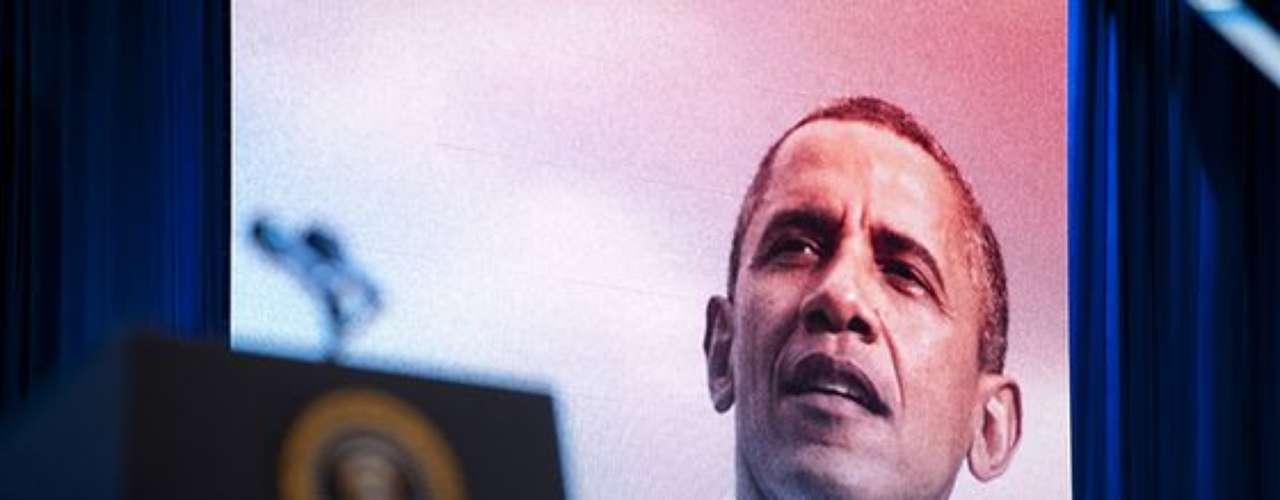 La imagen de Obama, el segundo presidente demócrata en reelegirse, era proyectada en el recinto a la espera de que el original apareciera en cualquier momento.