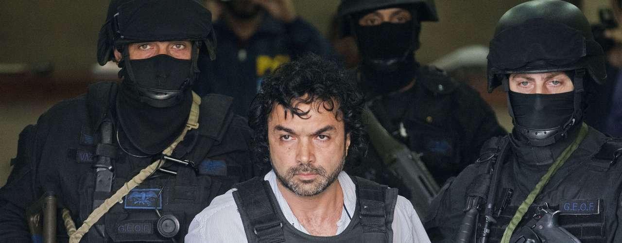 Tras dos intentos previos fallidos, López Londoño fue detenido en una operativo de inteligencia el 30 de octubre en un restaurante italiano de las afueras de Buenos Aires.