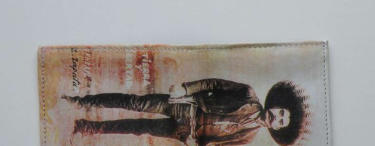 Esta billetera autentica de piel es el regalo perfecto para los hombres que son súper cool. La imagen está impresa sobre la piel ($19.95)