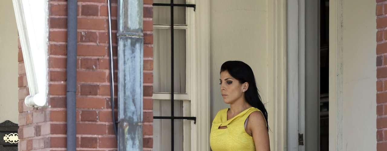 mayo de 2012: Jill Kelly, de 37 años y amiga desde hace mucho tiempo de la familia Petraeus, le comenta a un amigo agente del FBI en Tampa, Florida, que está siendo acosada por alguien que le envía mensajes de correo electrónico anónimos, acusándola de buscar una relación íntima con Petraeus.