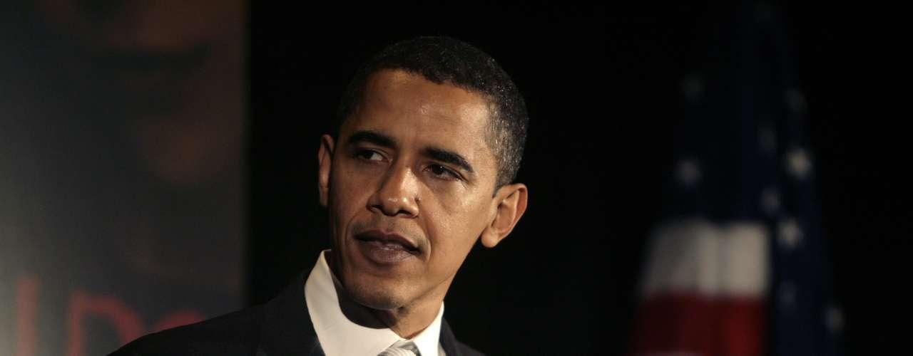 8 de noviembre: En la mañana, Obama es informado del caso por funcionarios de la Casa Blanca. En la tarde, Petraeus presenta a Obama su renuncia.