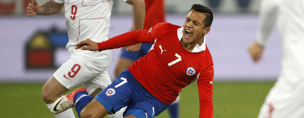 La Roja cayó sin apelaciones por 3-1 ante los balcánicos. Ángelo Henríquez debutó con un tanto en Chile y fue de lo más rescatable.