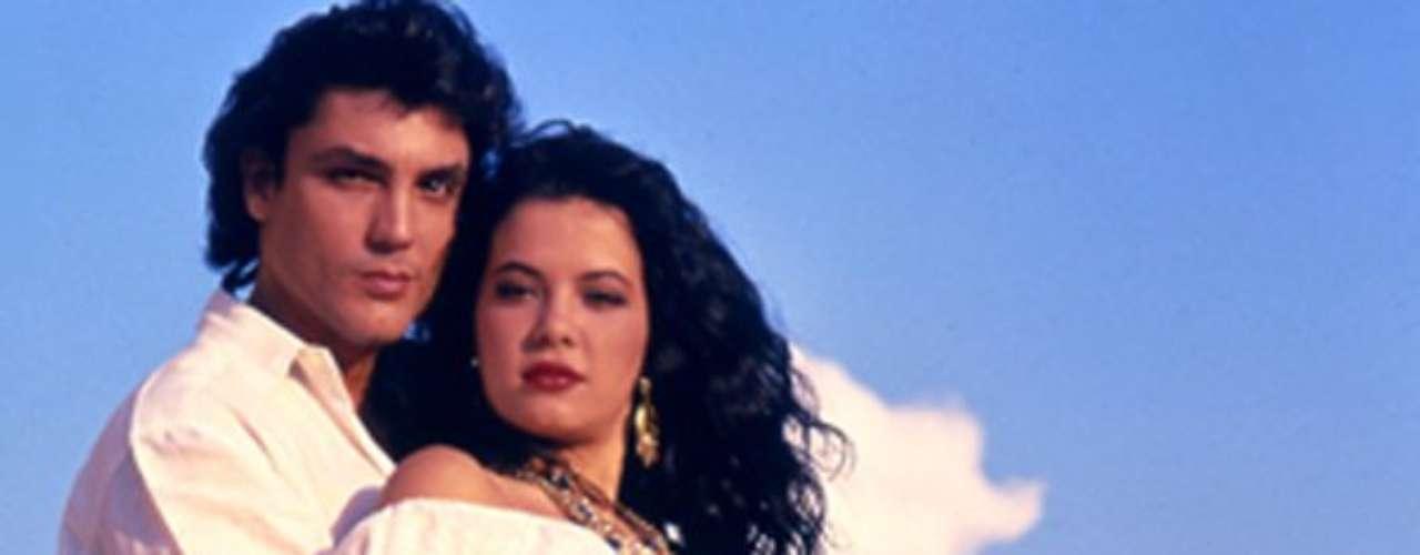 Kassandra (1992 - Venezuela) Esta es la novela que ha sido retransmitida en más países. Narra la vida de una bella gitana que es la principal sospechosa del crimen de su esposo y del regreso del hermano gemelo de su marido, que intenta descubrir que ha pasado en verdad en el pueblo del que había sido obligado a marcharse.
