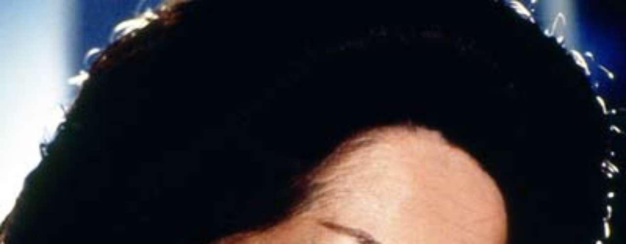 Cuna de lobos (1986 - México) Catalina Creel es una mujer despiadad que ha matado por avaricia y por quedarse con los bienes de su esposo y de los cuales se entera que pasan a manos de uno de sus hijos.
