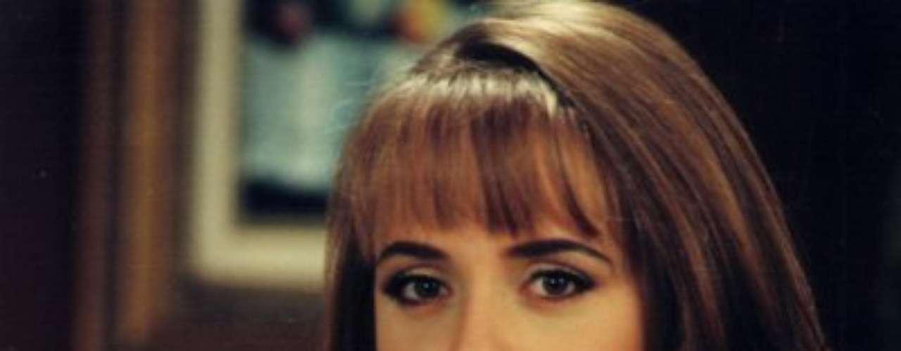 La Usurpadora (1998 - México) Paola es una mujer malvada que conoce a Paulina. Debido al gran parecido entre ambas, deciden cambiar roles y confundir a sus allegados.