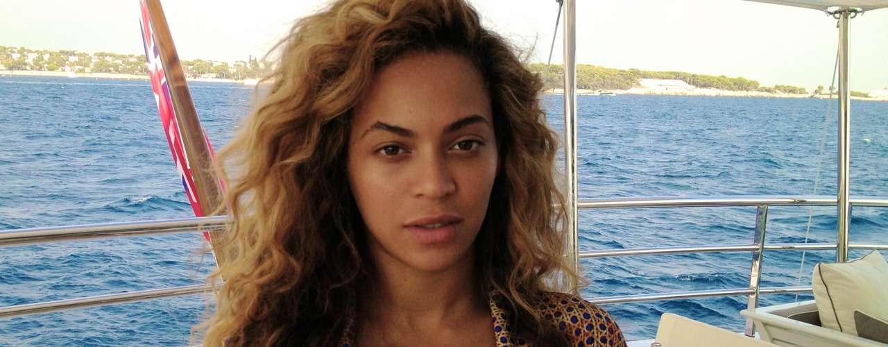La que ha estado muy activa en las redes sociales recientemente es Beyoncé. La cantante de \