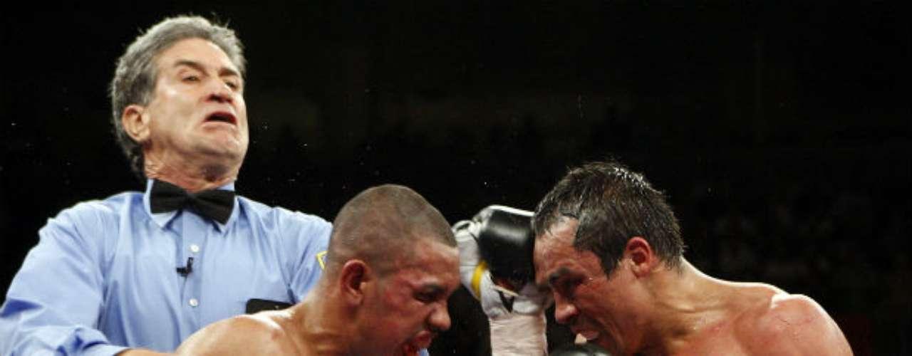 Márquez tuvo un par de peleas vibrantes contra el mexiconorteamericano Juan Díaz, al que derrotó por decisión unánime en el 2010, reteniendo su título superligero del CMB.