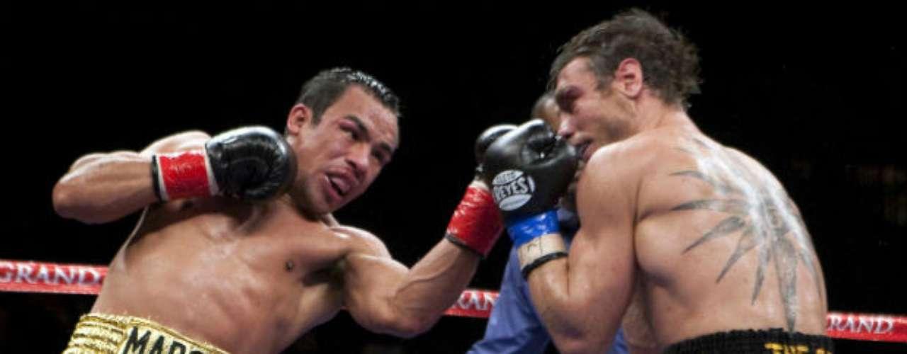 En una batalla sin cuartel, el mexicano dio una buena exhibición ante el australiano Michael Katsidis que vaya que se le complicó al 'Dinámita', que incluso visitó la lona en una ocasión. Al final, Márquez terminó por imponerse por nocaut técnico.