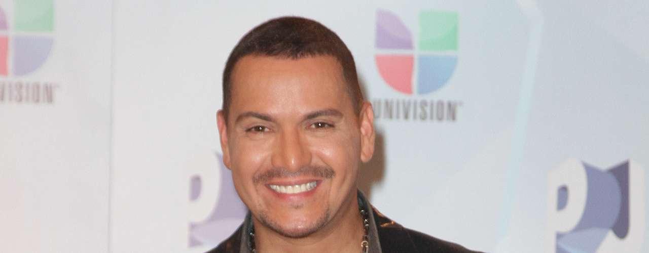 Best Salsa Album: 'Busco Un Pueblo' - Víctor Manuelle