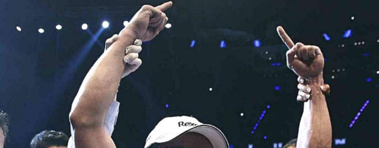 Se acerca la cuarta pelea entre Manny Pacquiao y el mexicano Juan Manuel Márquez, quien ahora sí, después de varias confrontaciones polémicas, quiere sumar su primer triunfo contra el filipino. El mexicano dominó claramente a 'Pacman' en la tercera batalla, pero los jueces le dieron la espalda y le otorgaron al asiático el triunfo. Aquí hacemos un repaso de las victorias más importantes de Márquez de cara a su duelo del 8 de diciembre.