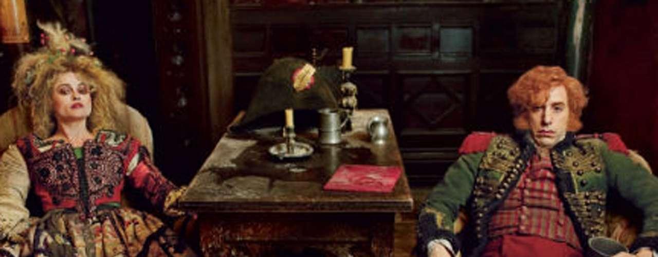 Helena Bonham Carter y Sacha Baron Cohen dan vida a los malévolos Madame y Monsieur Thénardier, que esclavizan a 'Cosette' en cuanto su madre muere.