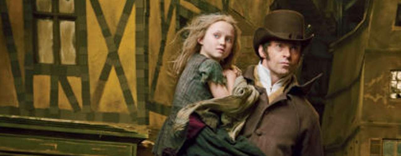 En esta imagen 'Valjean' rescata a la pequeña 'Cosette' (Isabelle Allen) de la esclavitud.