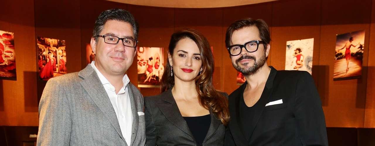 La actriz optó por un look mas recatado para la conferencia de prensa en donde se develó el Calendario Campari 2013.