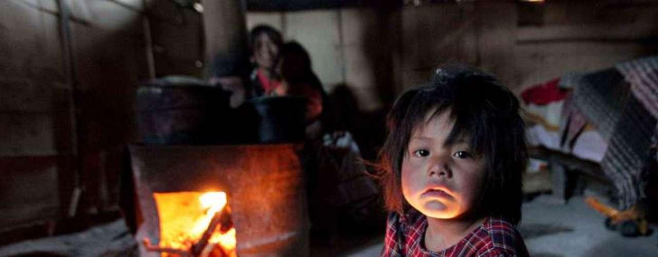 Mientras el Gobierno Federal destaca que la economía mexicana se encuentra blindada ante la crisis mundial y presume de estabilidad financiera, organizaciones no gubernamentales aseguran que la desigualdad y la pobreza continúan registrando un crecimiento, que aunque leve, impacta en el desarrollo humano de la población.
