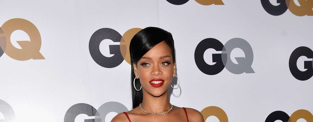 Rihanna, quien está a punto embarcarse en una gira por 7 países en 7 días para promocionar su nuevo álbum Unapologetic,  fue el centro de atención durante una fiesta organizada por la revista GQ para homenajear al \