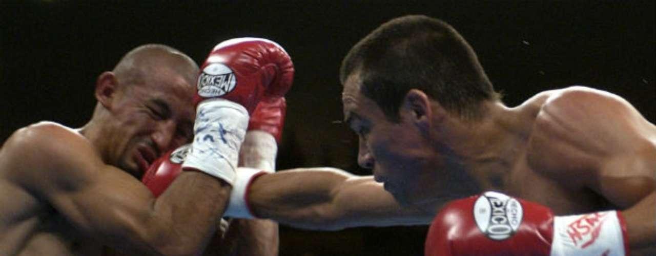 Antes de pelear en Superligero, Márquez pasó por divisiones inferiores. Una de ellas en Superpluma. Se le recuerda también una gran pelea contra el mexicano Orlando Salido al que venció por decisión unánime en el 2004.