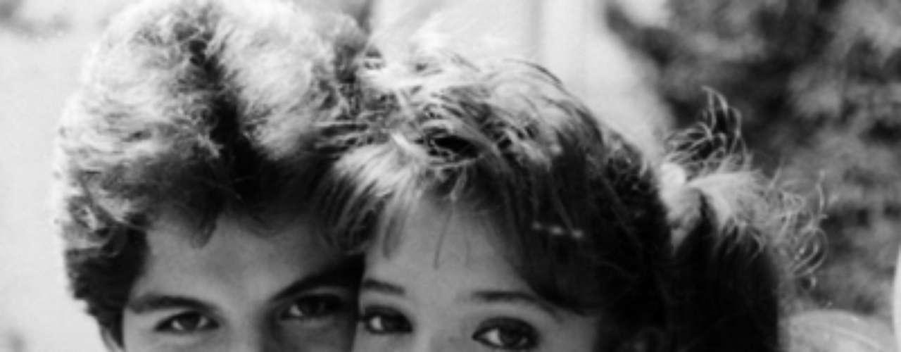 Quinceañera (1987 - México) Dos amigas se enfrentan ante el mundo a la edad de quince años. Primer protagónico de Thalía y  Adela Noriega.