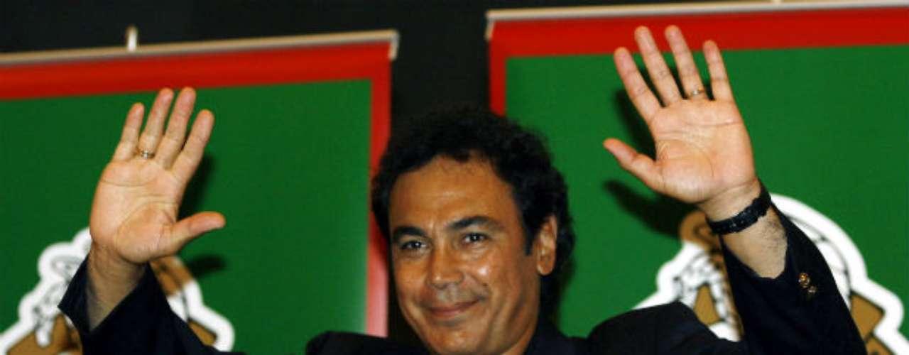 Tras sus constantes críticas al entrenador Ricardo La Volpe, quien llevó a México a jugar el Mundial del 2006, a Hugo le llegó el momento de dirigir al Tri. Era un sueño cumplido para el 'Penta'.