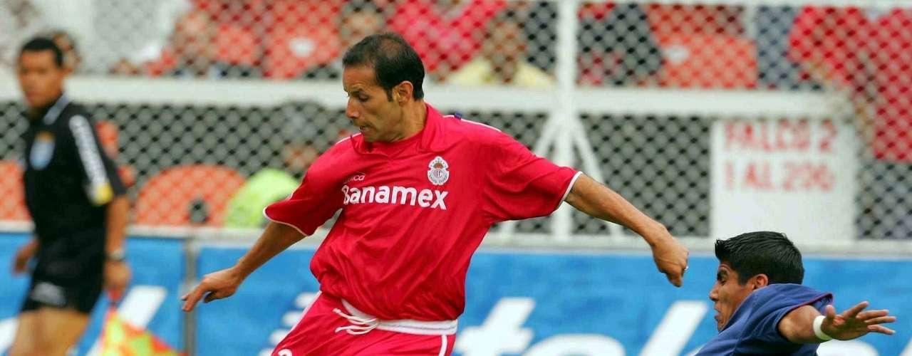 El quinto choque entre rojiblancos y escarlatas se dio en la Semifinal del Clausura 2004 y con gol de José Manuel Abundis, Toluca ganó 1-0 a Chivas en el juego de Ida celebrado en el estadio Nemesio Díez.