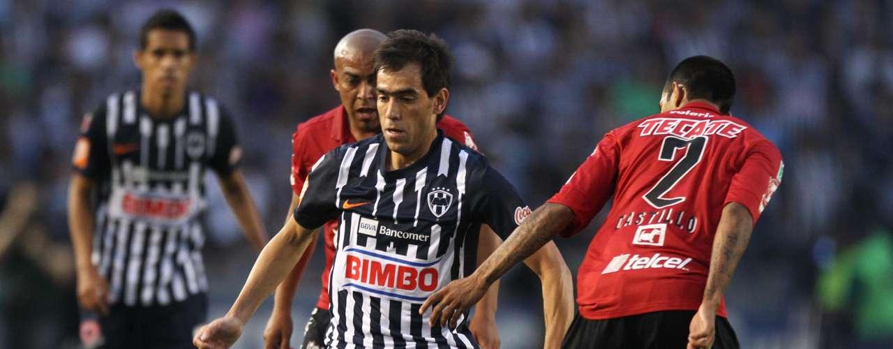 Monterrey culminó la obra en el duelo de Vuelta en el Tec con un empate a dos que le bastó para avanzar a la Semifinal contra América. Egidio Arévalo abrió el marcador al minuto 9 y César Delgado empató antes de terminar el primer tiempo. El mismo Egidio Arévalo le dio vida a Xolos al marcar el 2-1 de penalti, pero un remate de cabeza de José María Basanta puso las cosas en orden para el 2-2 que le dio el pase a Rayados.