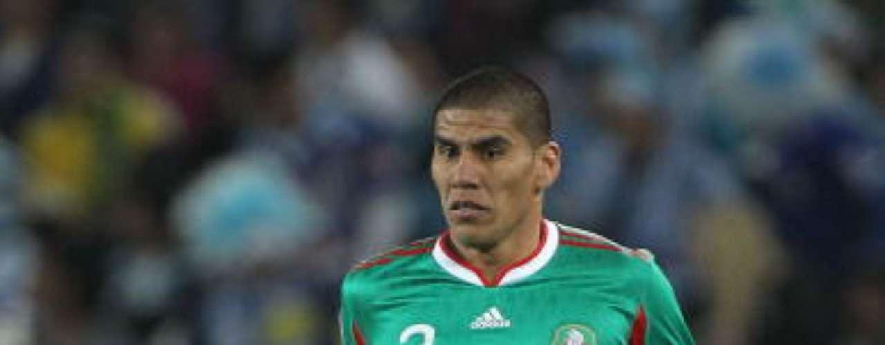 Carlos Salcido ha represantado con orgullo a México en los Mundiales de Alemania 2006 y Sudáfrica 2010, partiendo como carrilero por izquierda y cumpliendo con buenas actuaciones en dicha posición, en la cual se hizo con el Guadalajara y que pulió en Europa con el PSV Eindhoven y Fulham.
