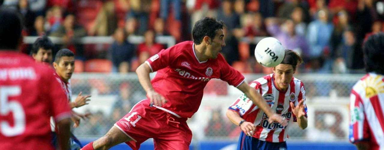 Toluca le propinó a Chivas su segunda goleada en Liguillas en el juego de Vuelta con un contundente 3-0 para avanzar a la Semifinal. Las anotaciones fueron de Salvador Carmona, José Cardozo y Vicente Sánchez.
