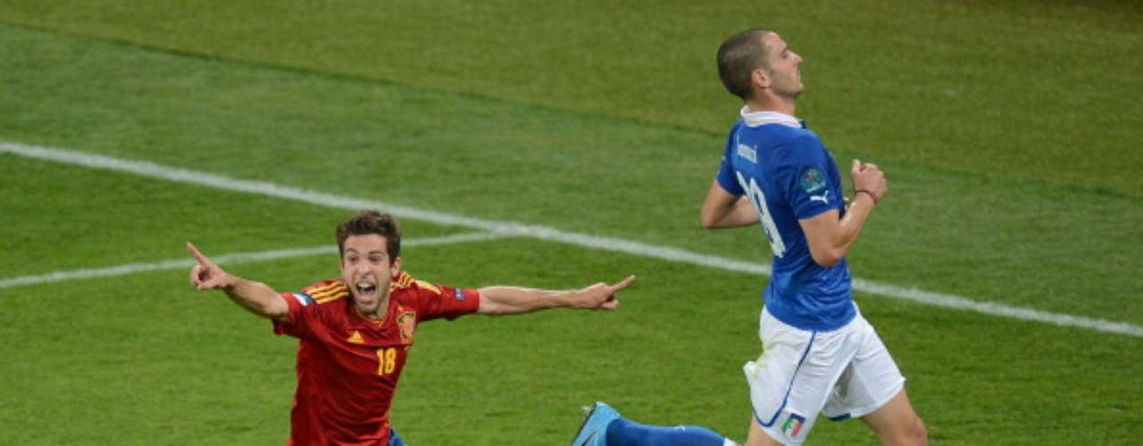 Jordi Alba 'despuntó' en la Eurocopa de Polonia-Ucrania 2012 e incluso colaboró con un gol al título de España sobre Italia (4-0). Fue repatriado por el Barcelona, donde sigue en plan de \