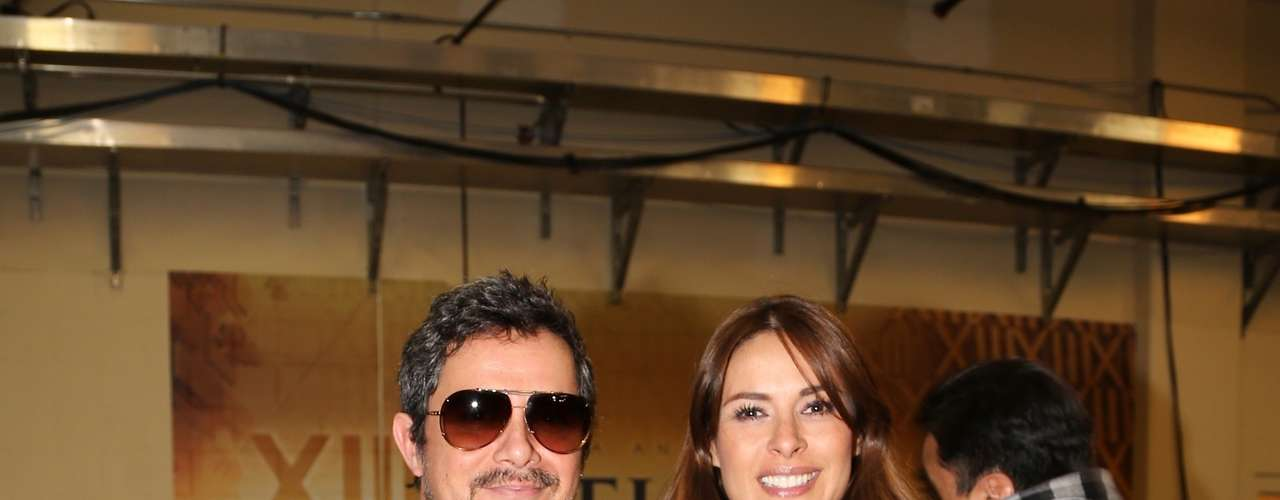 Backstage, presenter Galilea Montijo is a natural beauty posing with Alejandro Sanz.