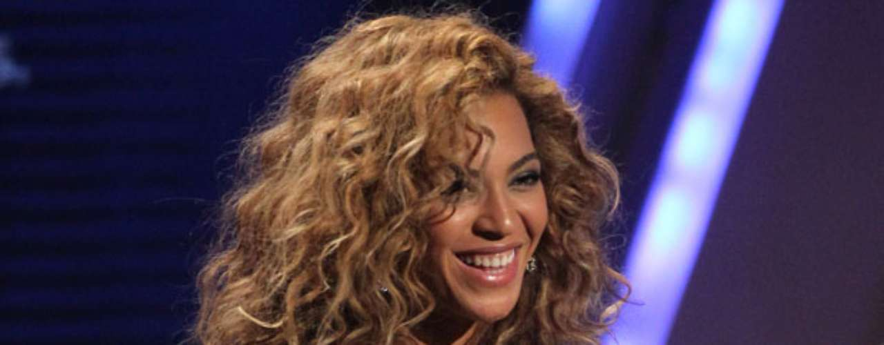 Favorite Female Artist - Soul / R&B: Beyonce. What's an award show without Beyonce being nominated AND winning?