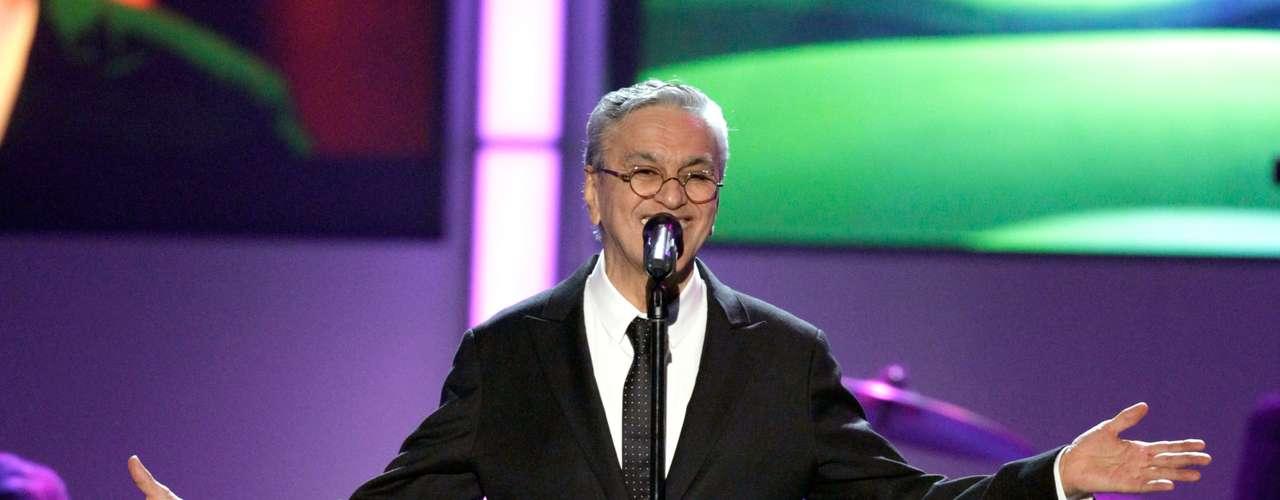 Veloso-quien tiene 70 años y ha grabado más de 40 discos-es ganador de 8 Latin Grammy y 2 Latin Grammy.